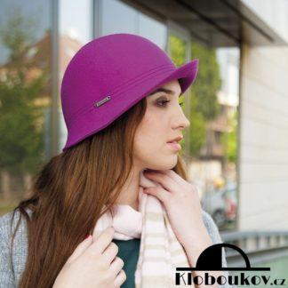 ... Módní dámský klobouk vhodný ke kostýmku a šatům 40aa450ab2