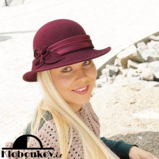 ... Moderní klobouk zdobený saténem 60b7fdb0f2