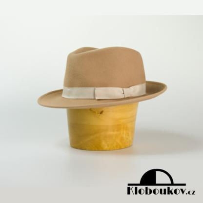 Stylový pánský plstěný klobouk typu Trilby nejen na golf