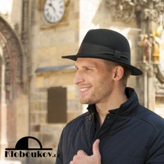 Pánský černý vlněný klobouk pro podzimní a zimní období