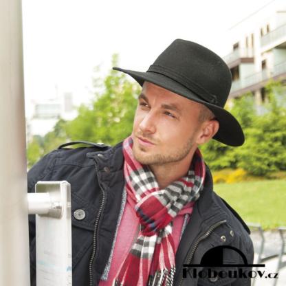 Pánský klobouk Fedora splňující trend business casual dress code
