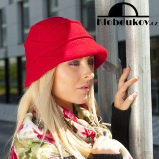Dámský vlněný klobouk prošívaný sámky pro chladnější období