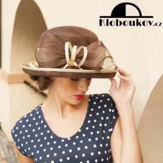 Menší roztomilý klobouček pro jarní a letní dny