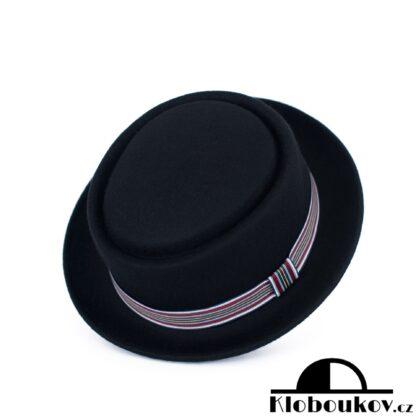 Dámský černý klobouk Homburg