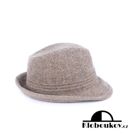 Dámský béžový klobouk Trilby nejen na podzimní dostihy
