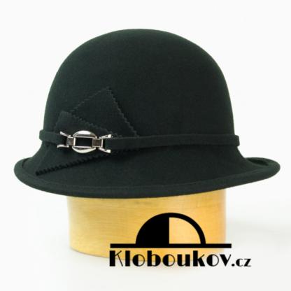 Dámský vlněný klobouk zdobený aplikací v téže barvě-černá