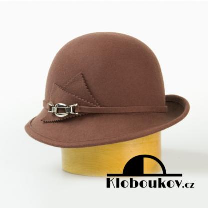 Dámský vlněný klobouk zdobený aplikací v téže barvě-hnědá